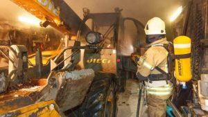 xx03 300x169 - Fahrzeugbrand in einer Garage