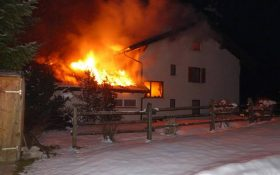 xx02 280x175 - Nachbarliche Löschhilfe in Brand